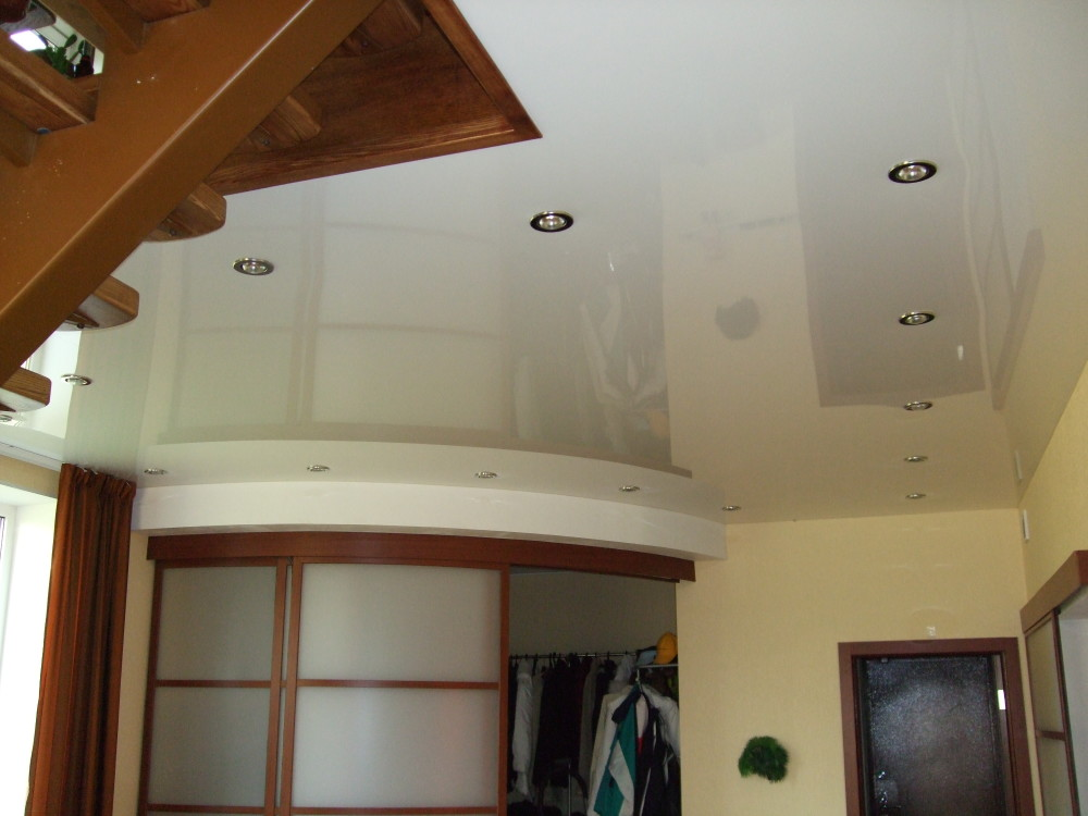 Дизайн навесных подшторника потолков в зал фото